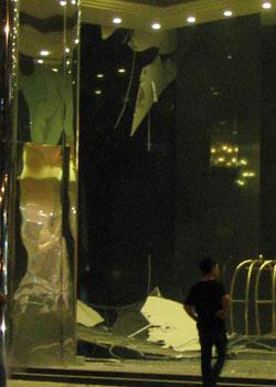 Mảng trần thạch cao ở khách sạn Caravelle bị rớt xuống.