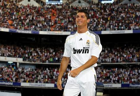 CR9 sẽ đến Việt Nam trong màu áo Real Madrid?
